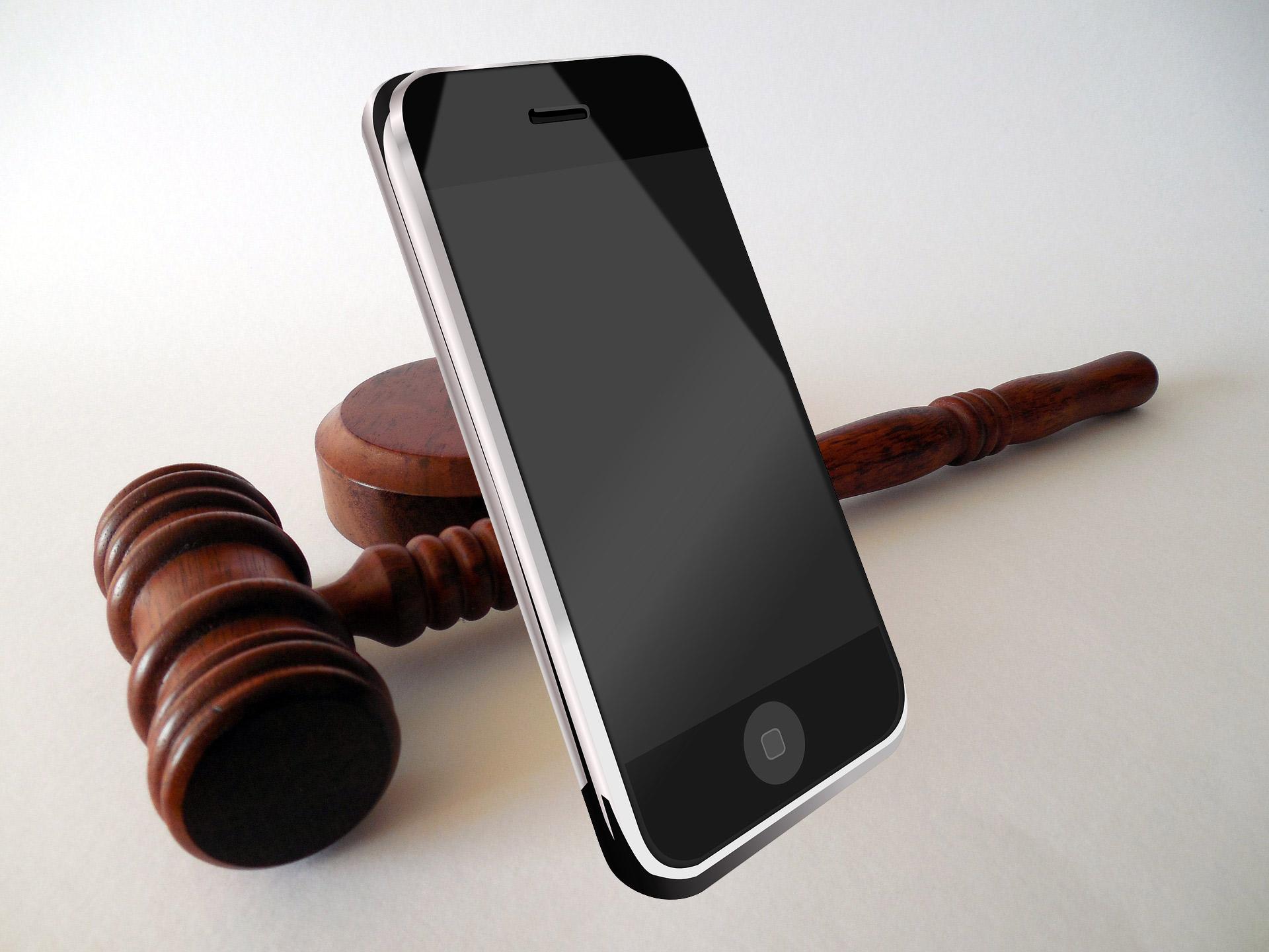 Sentencia del Tribunal de Justicia de la Unión Europea (TJUE) sobre comunicaciones electrónicas y tratamiento de datos personales.